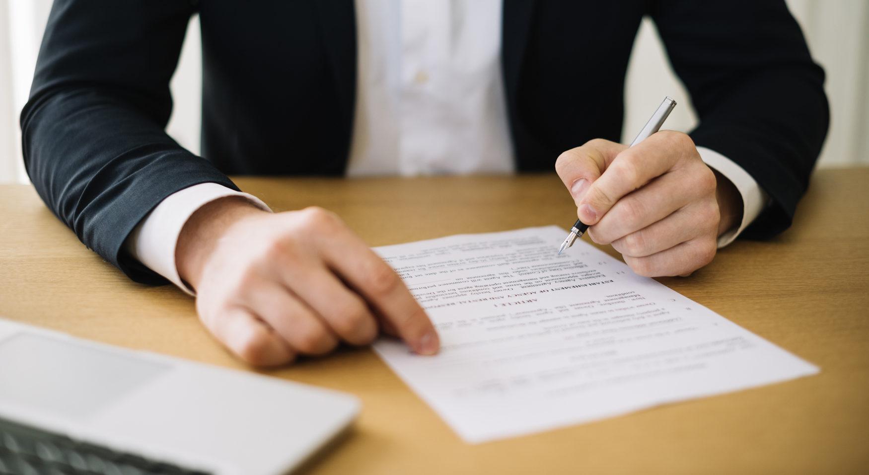 Se solicita librar nuevo oficio de embargo de remuneraciones a empleado con aplicación de multa a la empleadora por cada día de retardo